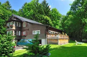 Blick vom Garten auf Haus Bürgle in Bad Oberdorf