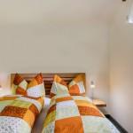 Ein weiteres Schlafzimmer mit Doppelbett